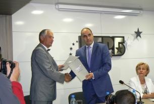 ПП ГЕРБ връчи дарение на БЧК