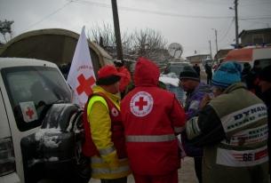 Нови екипи на БЧК работят в с. Бисер. Хиляди хора дариха средства за пострадалите.