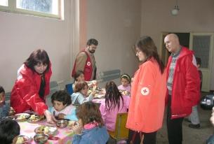 БЧК осигурява безплатен обяд на нуждаещи се ученици в София